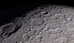 Ayın Yüzeyindeki Buz Belirtileri
