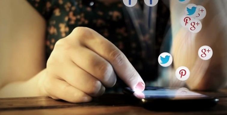 Sosyal Medya Kızları Nasıl Etkiliyor?