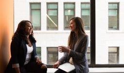 Kızlar İşlerinde Liderliğe Nasıl Ulaşmalı