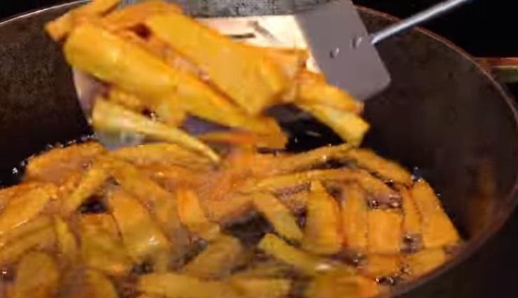 Bir Tavada Patates Kızartması Nasıl Yapılır?