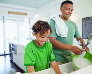 Ev İşlerine Yardım Eden Çocuklar Başarılı Yetişkinler Olabilir.