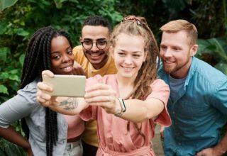Sosyal Medya Özgüvenimizi Neden Etkiliyor?